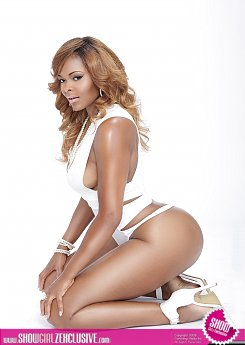 ATLANTA HOTTIE MINOVA DARES TO BE BOLD IN ALL WHITE 1